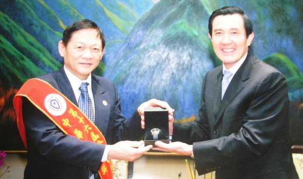 Dr.Weng receives Culture Prize